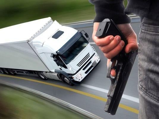 Resultado de imagem para caminhoneiro assaltado